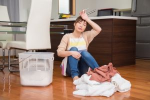 洗濯に疲れた女性