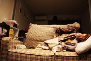 一人暮らしの散らかった部屋